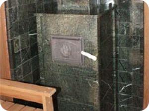 Облицовка банной печи из камня серпентинит