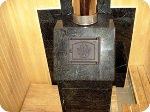 Печь в облицовке из камня серпентинит